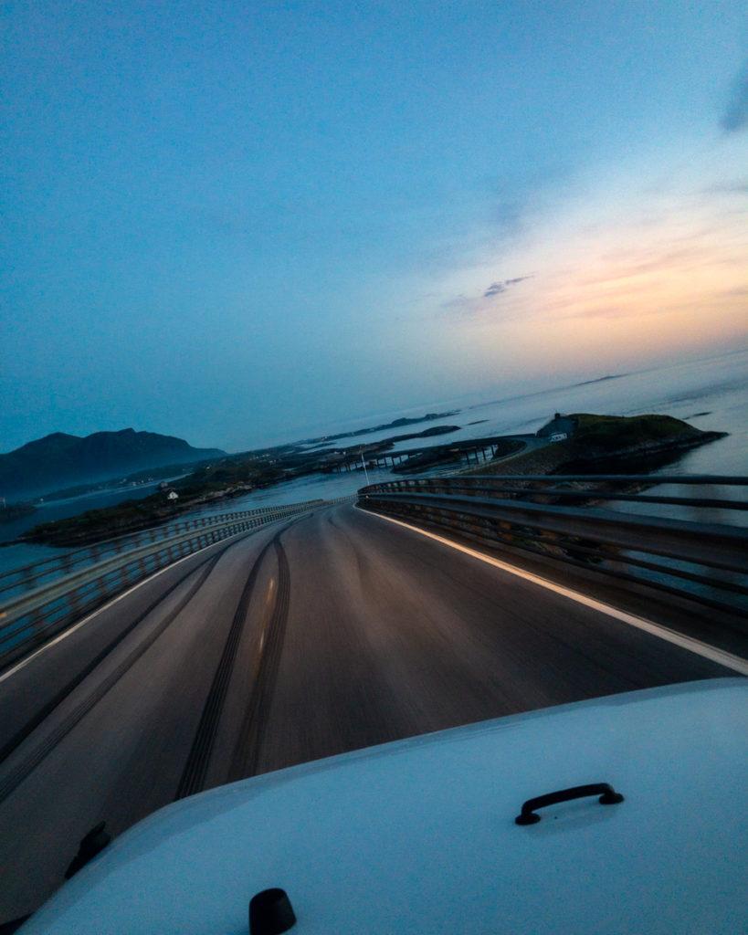 Atlantikstraße bei Nacht